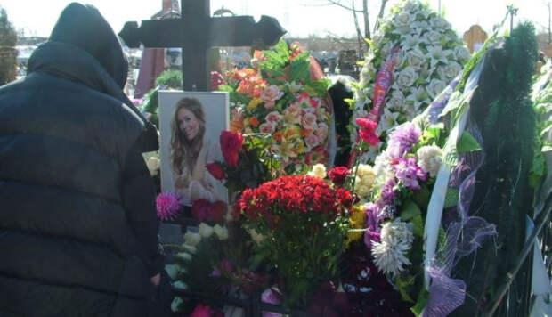 Невероятное чудо произошло на могиле Юлии Началовой в день ее рождения