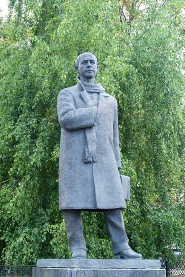 Памятник Николаю Рубцову в Вологде. Фото из открытых источников интернета