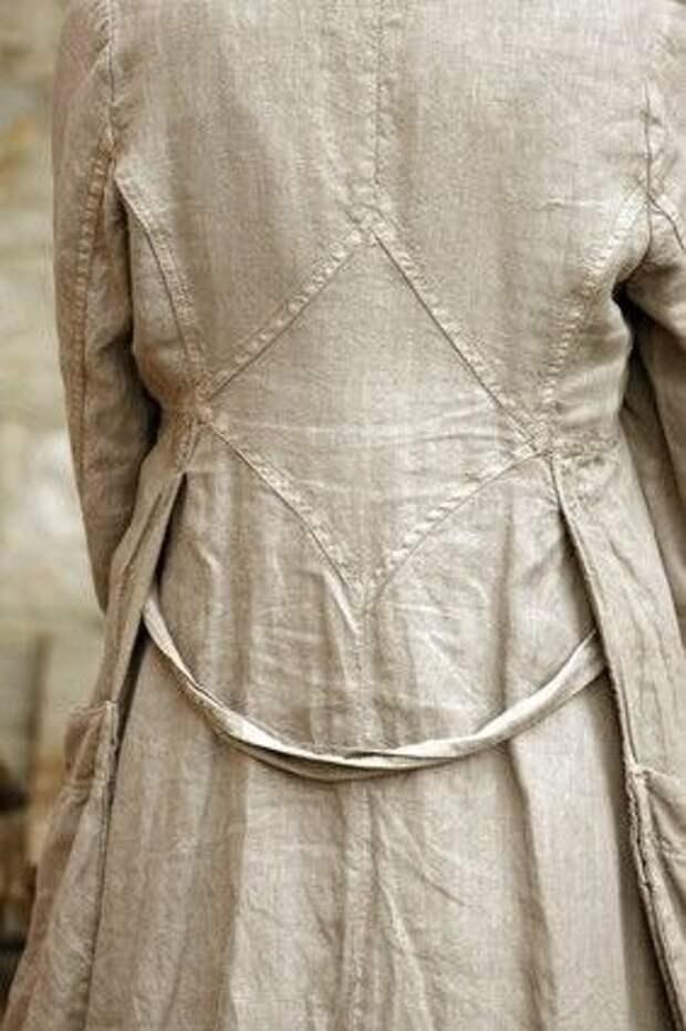 Интересный крой спинки летнего пальто
