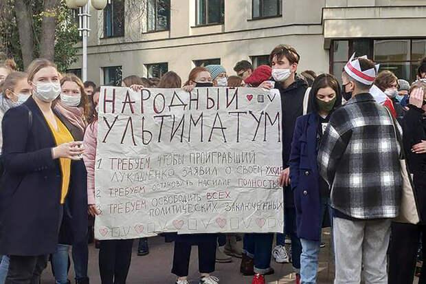 В центре Минска силовики начали задерживать призывающих к забастовке студентов