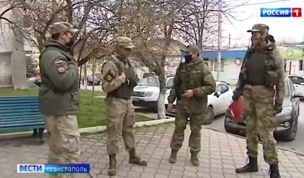 Народные дружинники помогают патрулировать улицы Севастополя