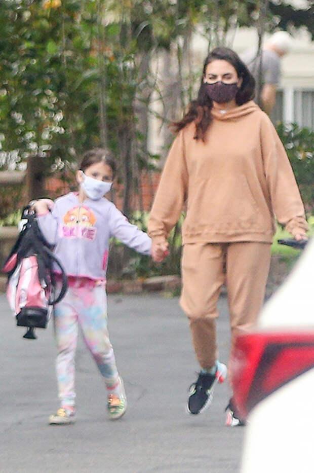 Мила Кунис с дочерью Уайетт