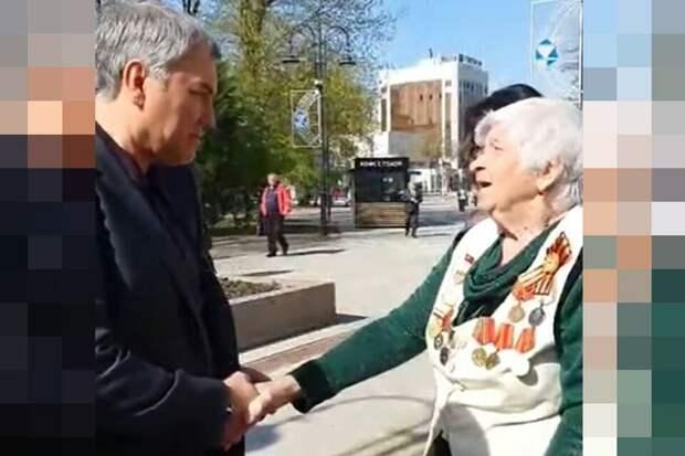Володин и     бабка.  Фото  из  открытых  источников.