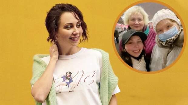 «Семейное селфи перед отъездом в Москву». Туктамышева показала фото с мамой и бабушкой перед отправкой на ЧМ