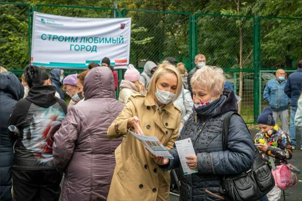 Фонд реновации в Отрадном провел выездную встречу с местными жителями