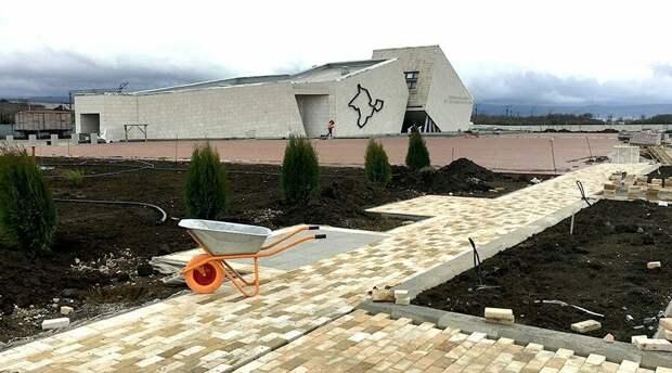 Строительство мемориального комплекса на станции Сирень выполнено на 85%