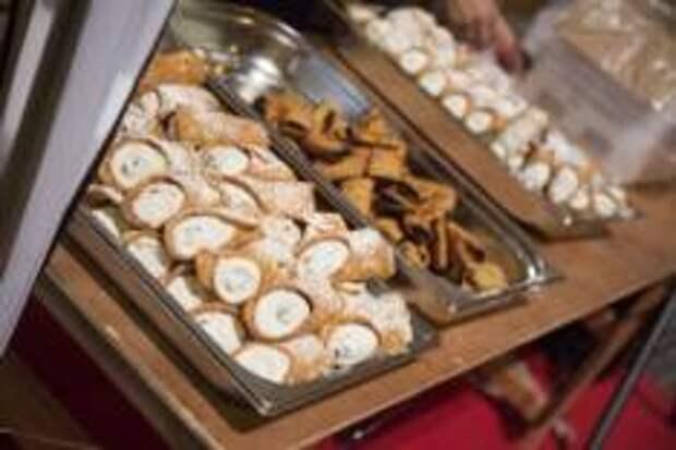 На десерт: канноли (cannoli) - подаются на Мальте к чаю или кофе