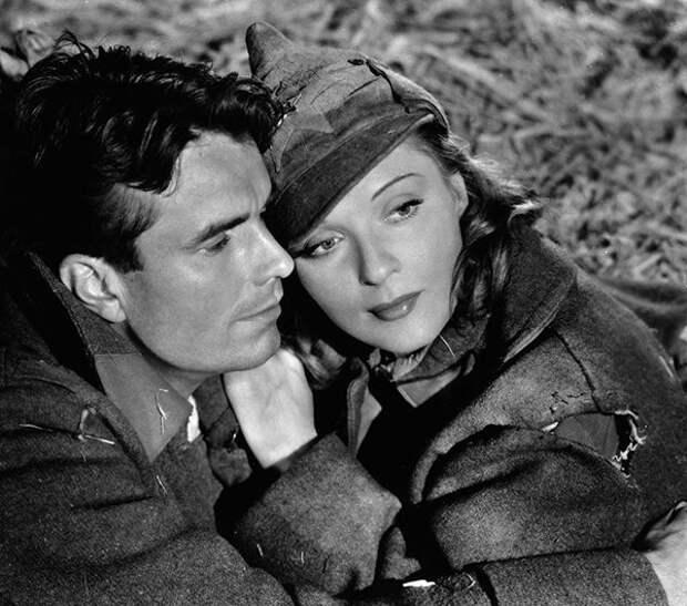 Интересно, что сорежиссером на фильме выступил Федор Оцеп -- бывший муж Анны, бежавший из Европы, охваченной войной. Анна помогла ему устроиться в Голливуде.