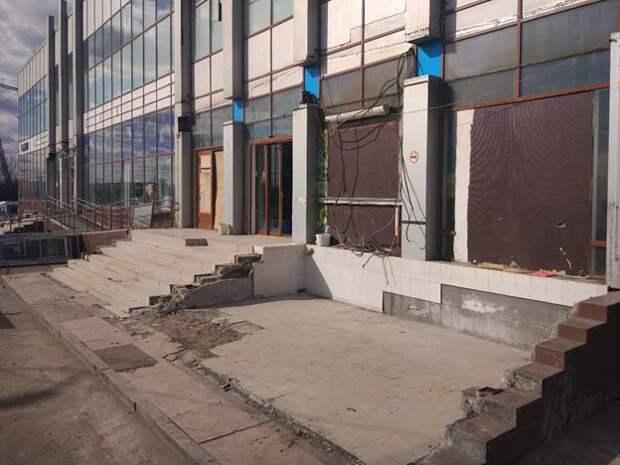 Собственник добровольно демонтировал две незаконные пристройки в Люблино