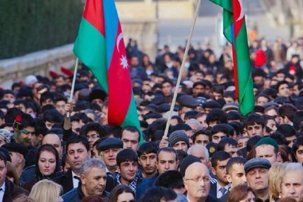 Азербайджан переходит на русский язык