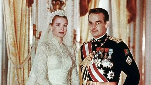 Официальная свадебная фотография Грейс Келли и князя Ренье III.jpg