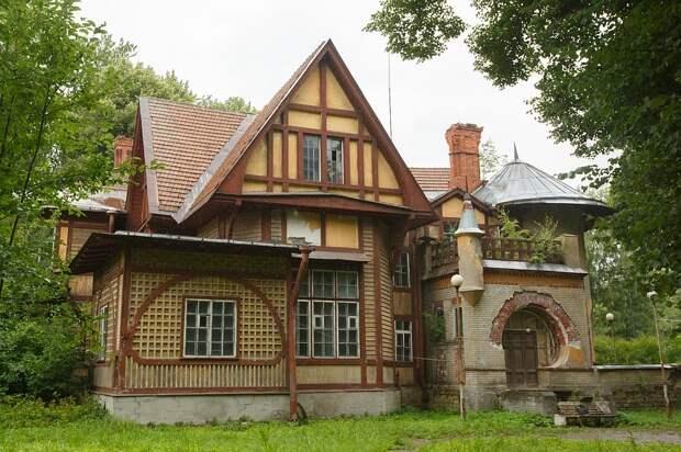 На Каменном острове завершилась реставрация дачи Гаусвальд. В 1980-х там снимали «Шерлока Холмса» с Ливановым и Соломиным.