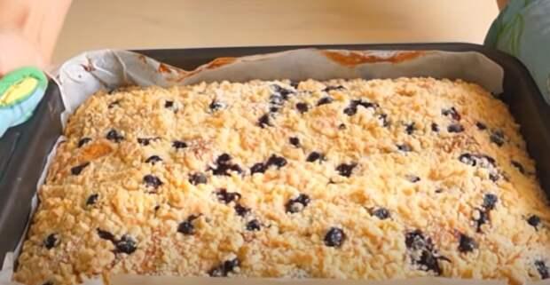 Пышный и ароматный десерт для семьи. Пирог с ягодами: намного вкуснее торта