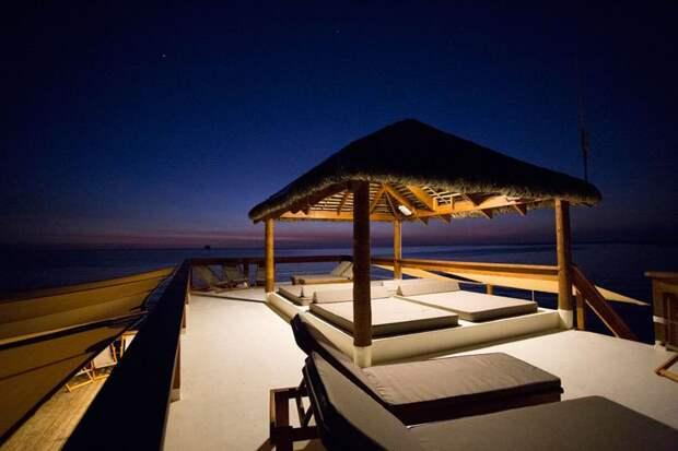 Удивительный плавучий бар на Фиджи