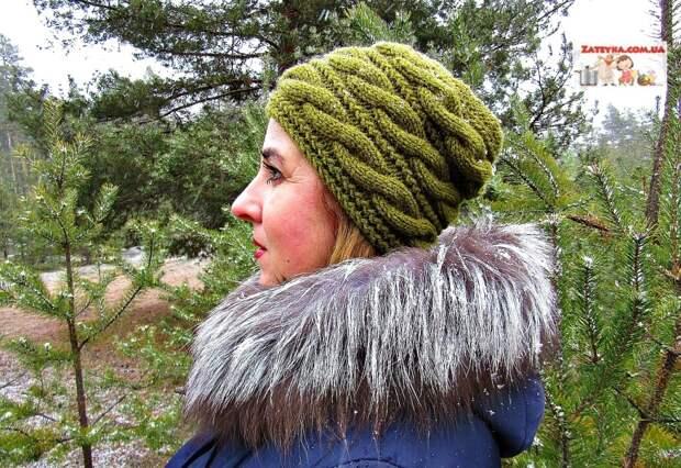 Женская шапка спицами с поперечными косами