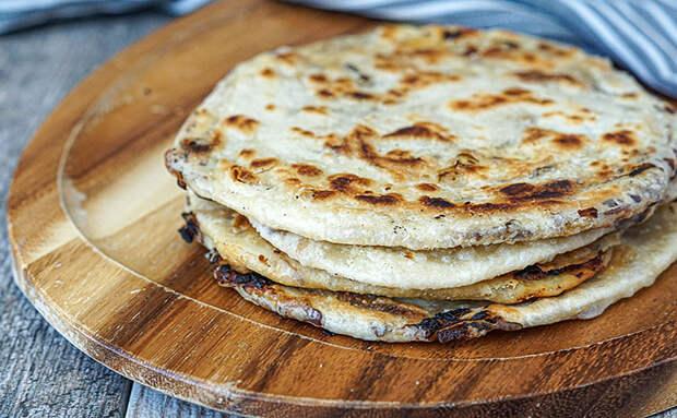 Репчатый лук и мука: за 20 минут сделали запас хлеба на 2 дня по совету турка