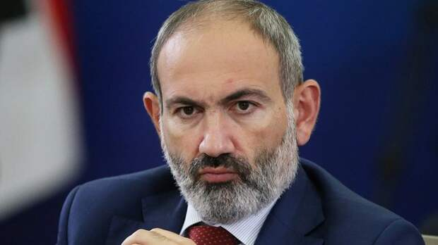 Пашинян подал в отставку с поста премьера Армении