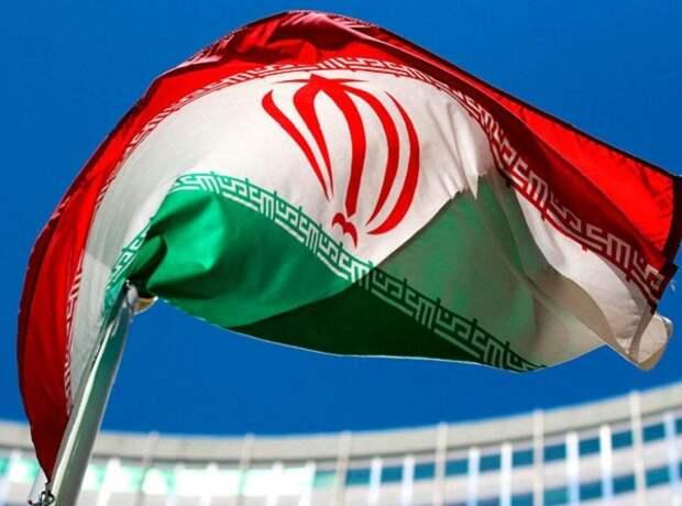 Иран начинает экспорт нефти через новый терминал Яск