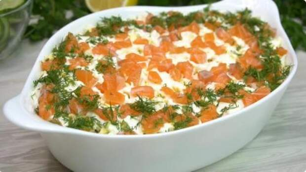 Салат «Нежный»: впервые попробовала в кафе, а теперь готовлю дома. Празднично и вкусно!