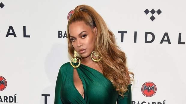 Бейонсе в зеленом платье