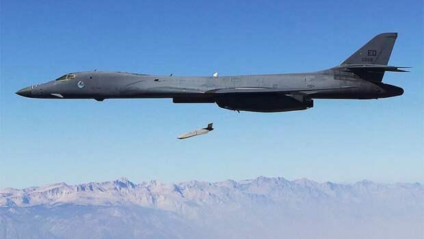Советский метод: зачем авиации ВМС США нужны дальние ракетоносцы