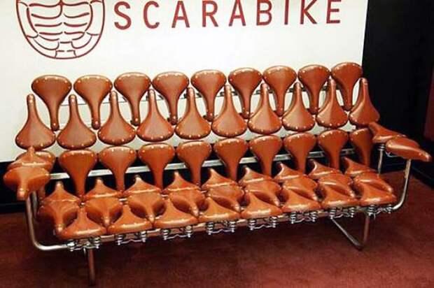 диван из велосипедных сидений