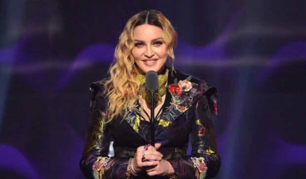 """Мадонна, сидя в ванне, назвала коронавирус """"великим уравнителем"""""""