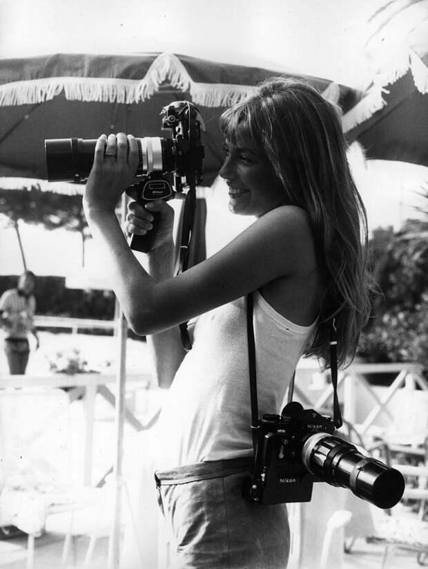 Певица Джейн Биркин с фотоаппаратом, Канны, 1975 год.