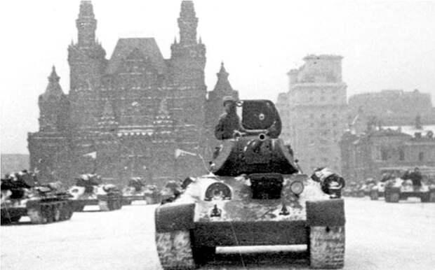 Танки Т-34 на Военном параде 7 ноября 1941. Москва, Красная площадь. Велика Отечественная война, История Родины, СССР