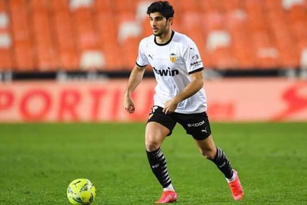 Источник: «Зенит» предложил трехлетний контракт нападающему сборной Португалии. Кому на замену - Дриусси или Азмуну?