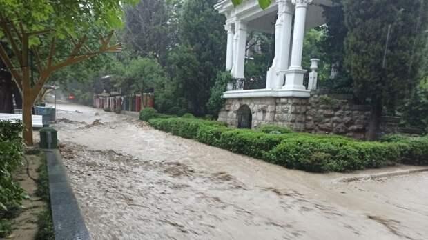 Семь населенных пунктов и почти 400 зданий пострадали во время наводнения в Крыму