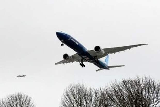 Boeing 777-9 во время первого полёта 25 января 2020 года, приземление в аэропорту Боинг-Филд (BFI)