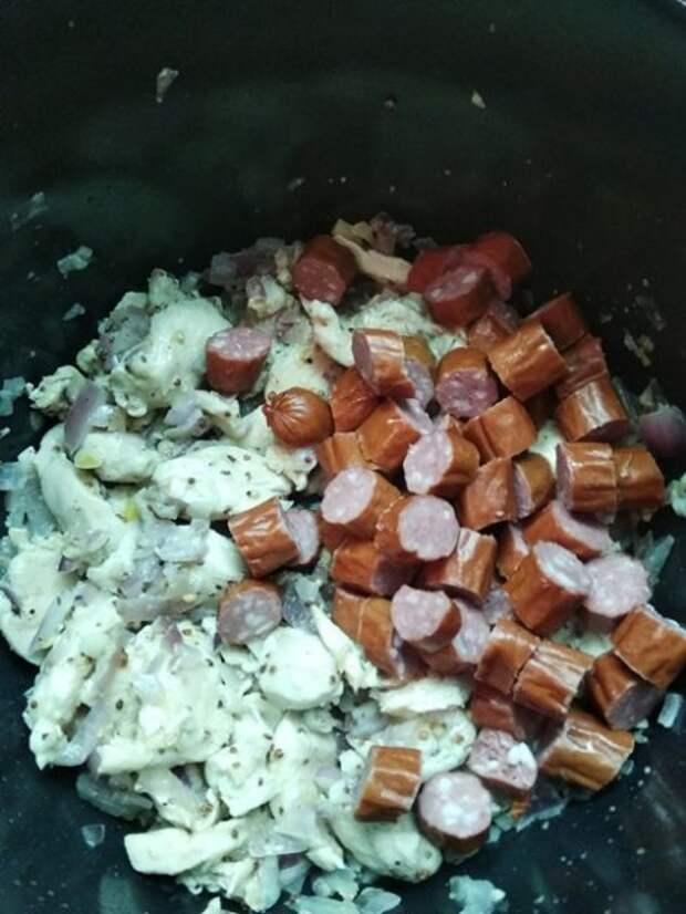 Рагу по-деревенски с курицей и копчеными колбасками