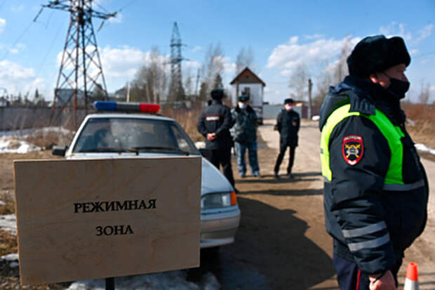 Полиция начала задержания у колонии Навального