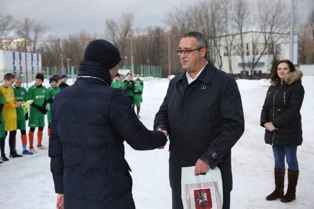 Футбольному клубу в Свиблове подарили новую форму и мячи