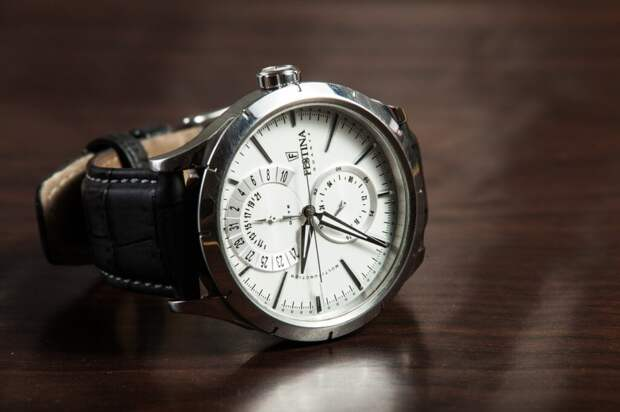 wristwatch-407096_1280-1024x682 Золотые? Командирские? Электронные? Выбираем мужские часы в подарок