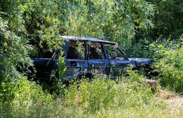 «Жилищник» займется брошенной машиной в Песчаном переулке