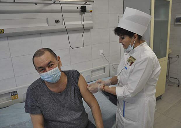 Более 200 сотрудников военкоматов Крыма вакцинируются от коронавируса