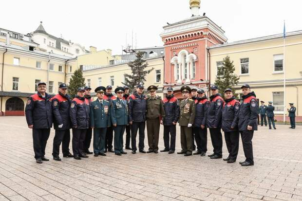Пожарные Москвы отметили профессиональный праздник