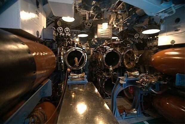 USS Bowfin - тоже известная лодка второй мировой войны. В настоящее время является музеем в Перл-Харборе на Гавайах. армия, подводные лодки, флот