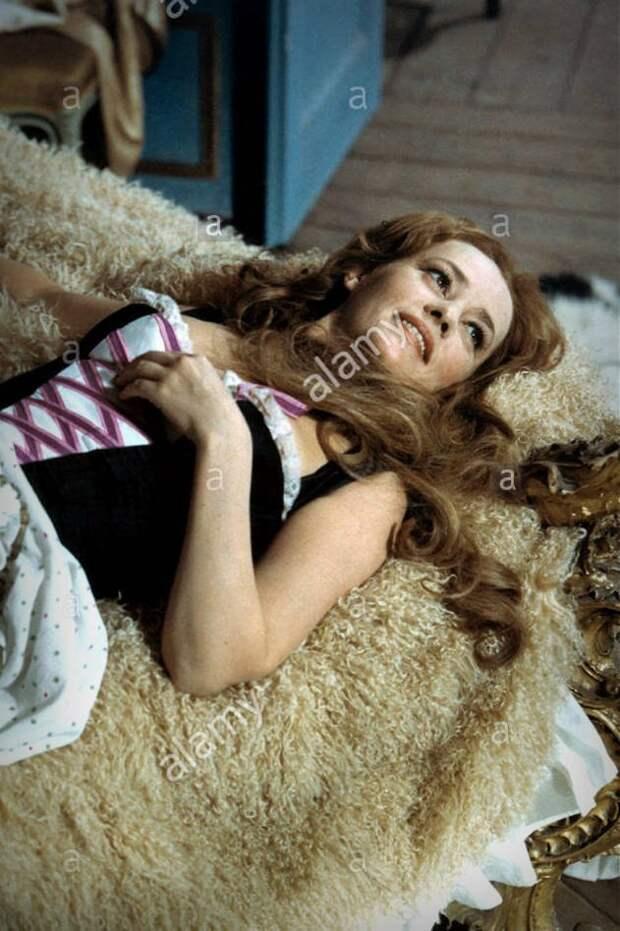 Привлекательные куртизанки из фильма «Древнейшая профессия в мире» 1967 года