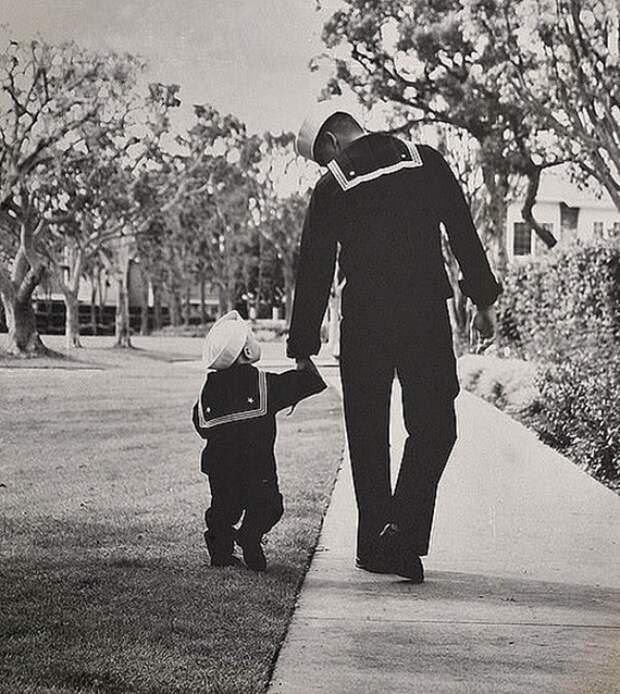 likefatherlikeson08 Сыновья на этих фотографиях — вылитые отцы. И наоборот