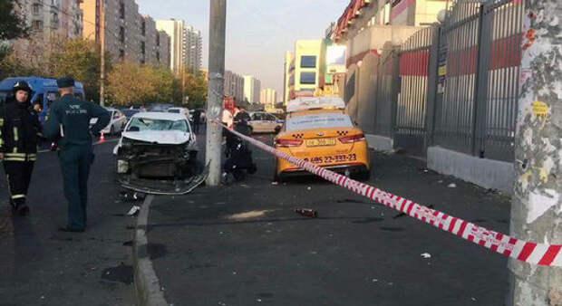 Обиженный парень использовал машину как таран: 10 пострадавших