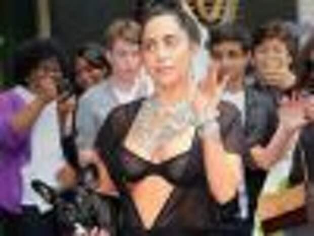 Леди Гага прошлась по Нью-Йорку в прозрачном белье