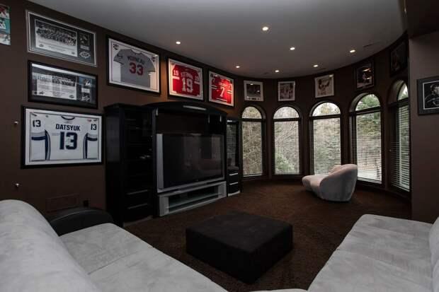 Роскошный особняк русского хоккеиста Дацюка в США. Он выложил $10 млн за замок с выходом к озеру и пятью спальнями
