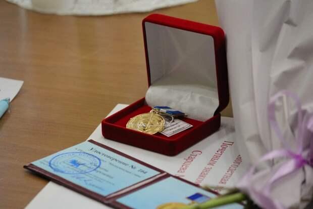 Двух иркутянок наградили почетным знаком «Материнская слава»