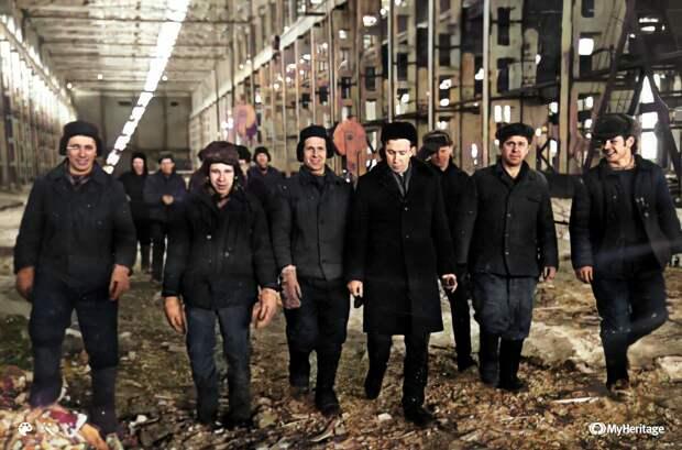 Работники цеха крупного литья — архивное фото из открытых источников