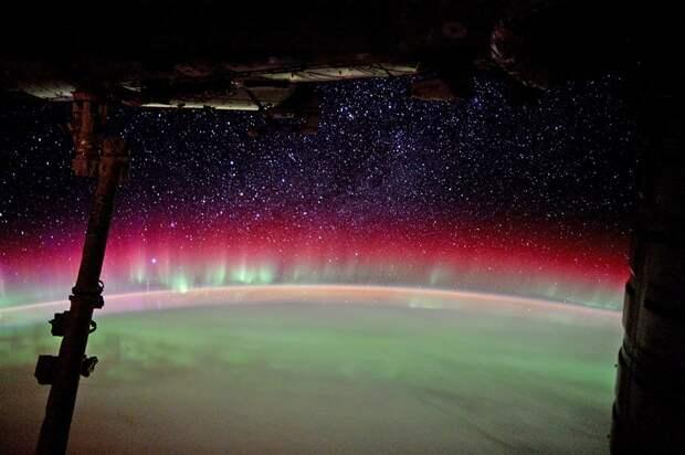 Вот как выглядит северное сияние из космоса