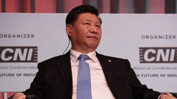 Си Цзиньпин  официально входит в число трех великих Вождей китайского народа наравне с Мао и Дэном Сяопином.