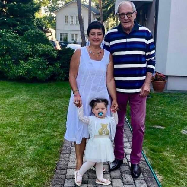 У 79-летнего Виторгана и 57-летней Млодик появился второй ребенок